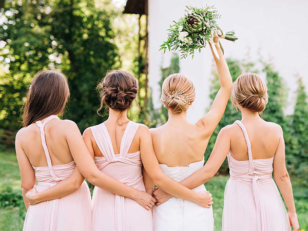 Bride doesn't want sister as maid of honor because she'll be wearing arm sling