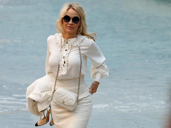 Pamela Anderson secretly marries movie mogul Jon Peters in Malibu ceremony