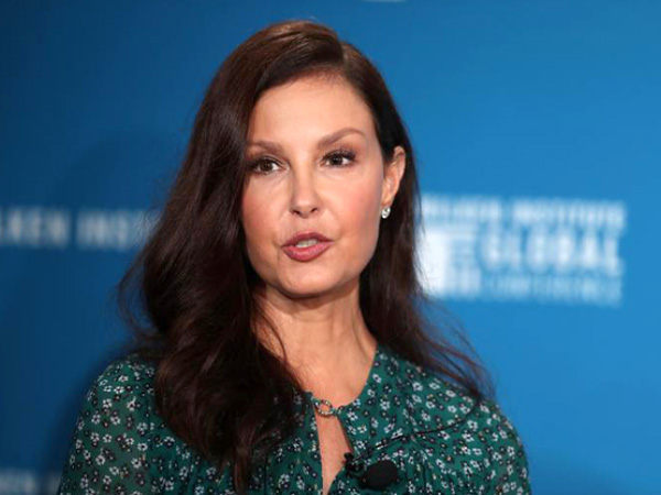 Ashley Judd slams 'misogynistic savages' who made fun of her appearance in an Elizabeth Warren campaign video