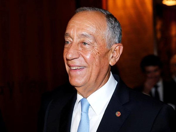 """Portuguese president says April will be """"decisive"""" against pandemic"""