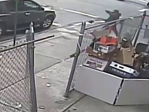 Florida smoke shop owner killed during robbery, brother sees killing on remote surveillance video
