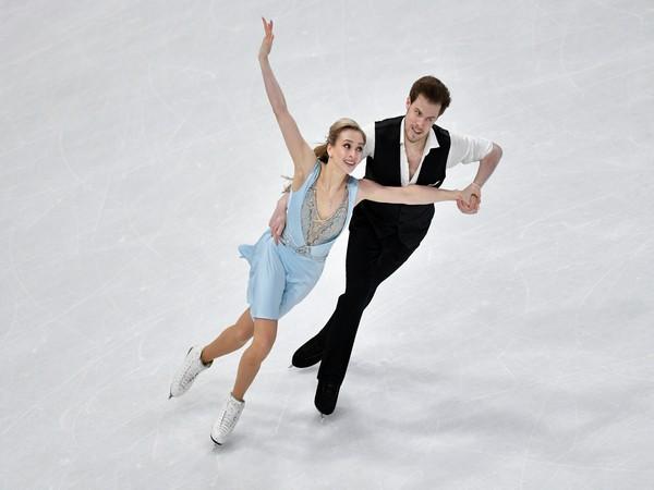Sinitsina, Katsalapov dance their way into the lead in Stockholm
