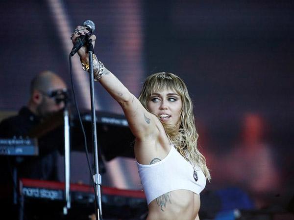 Miley Cyrus tests Instagram's community guidelines with selfie exposing her nipples