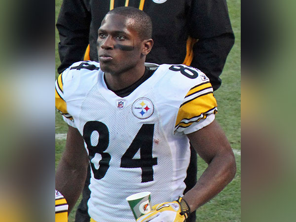 Antonio Brown slams his own father after receiving criticism over handling NFL's pressure