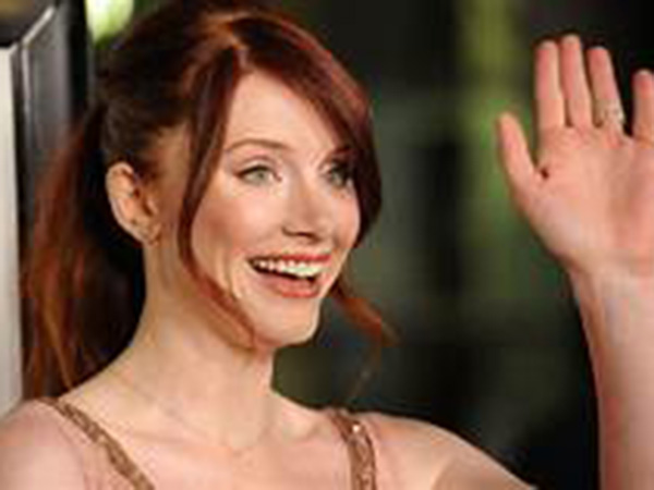 Bryce Dallas Howard accomplishes 'dream,' graduates college after enrolling in 1999: '21 years in the making'