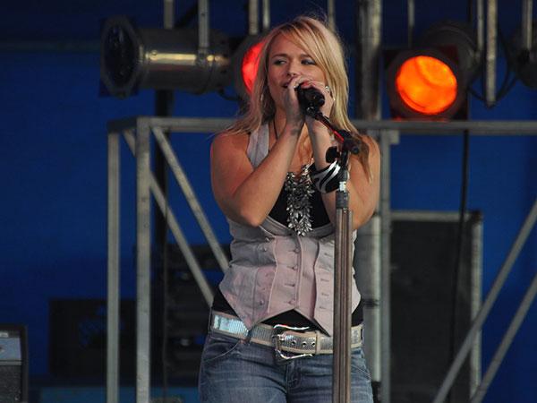 Miranda Lambert's 'Settling Down' music video stars husband Brendan McLoughlin