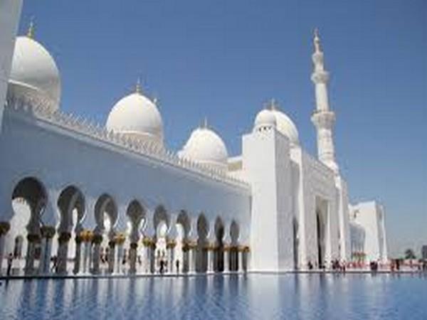 UAE leaders mark Eid Al Fitr with prayers, greetings