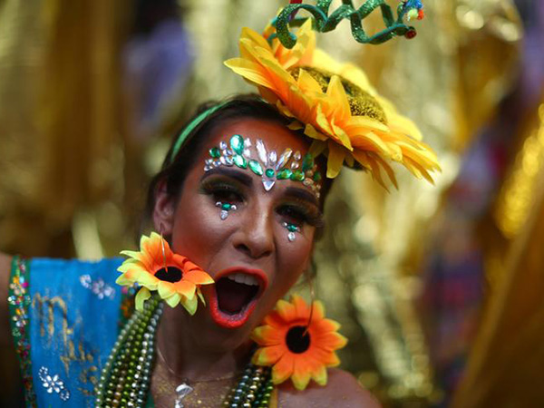 Carnival begins in Rio, but tourists will face contaminated water