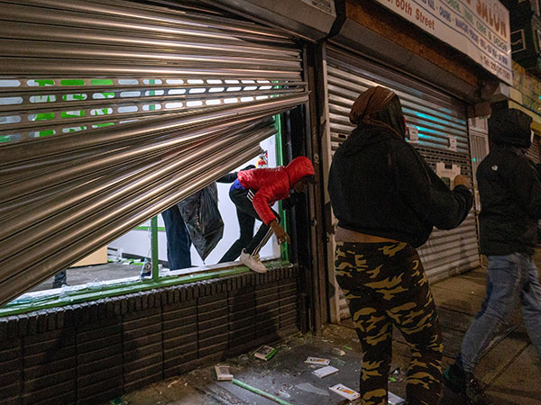 Philadelphia police say 1,000 looters targeting businesses on second night of protests
