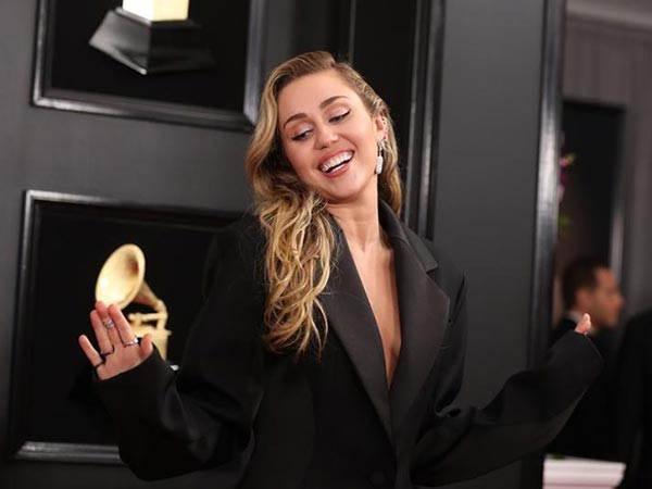 Miley Cyrus dances around in a thong bikini on Italian getaway