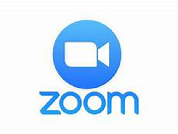 Mom accidentally walks by daughter's Zoom call naked, recalls story in hilarious Facebook video: 'Humiliating'