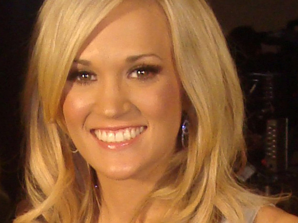 Carrie Underwood shows off toned abs in sunny bikini pic: 'Is it summer yet?'