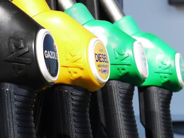 West Coast gas prices far above overall average