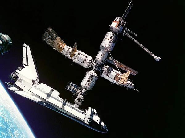 Cosmonauts see no reason to worry about ISS air leak