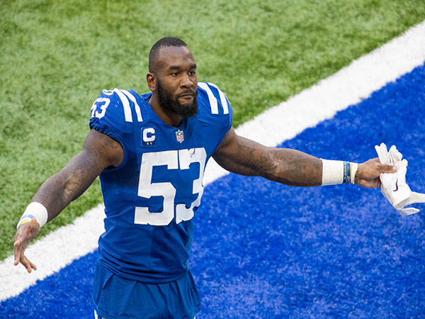 Colts' Darius Leonard throws fan his glove with wedding ring inside it after the game