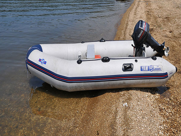 Navy lieutenant, wife accused of conspiring to smuggle inflatable boats to China