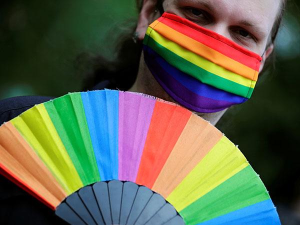 'RHOC' star Braunwyn Windham-Burke comes out as gay: 'I'm so happy'