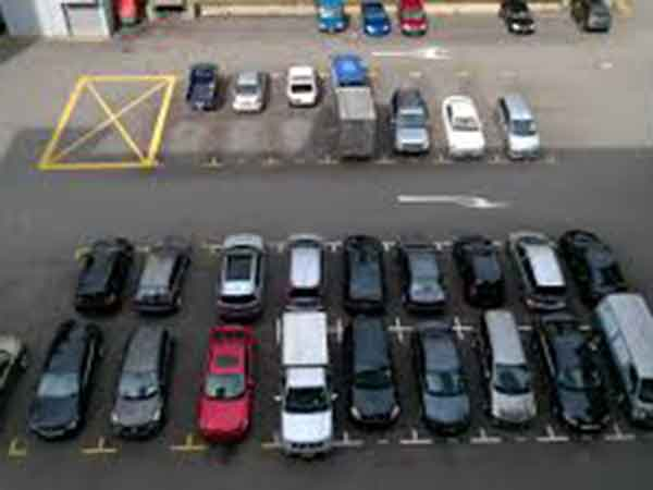 UAE police issue car parking warning