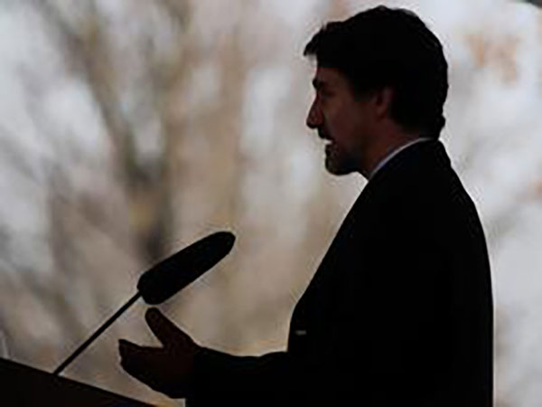 Trudeau warns of COVID-19 text scam exploiting new emergency benefit program