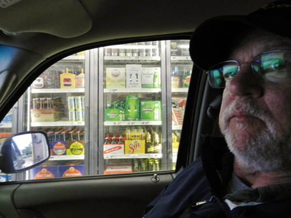 New York restaurateur finds a way to thank first responders with 'drive-thru bar'