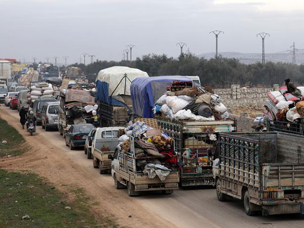 'Catastrophe' looms as displaced Syrians flee toward closed Turkish border