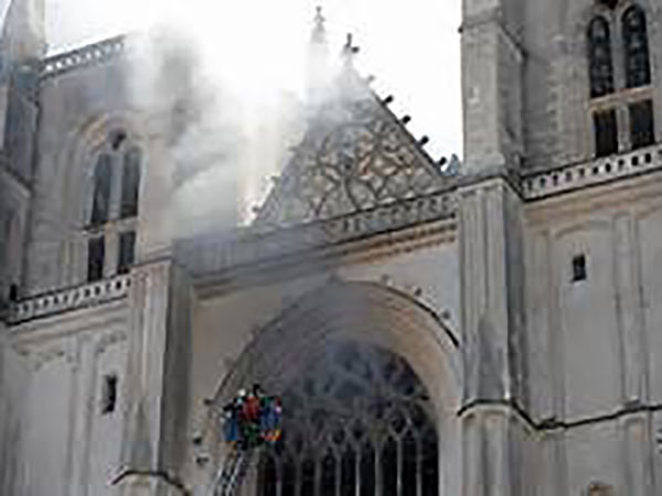 Nantes cathedral: Arson suspected as 400-year-old organ destroyed in 'violent blaze'