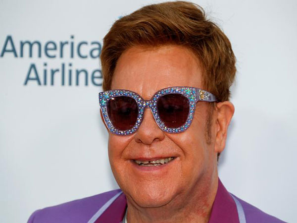 Elton John Depicts in His New Book How Queen Elizabeth Slapped Her Nephew in Front of Him