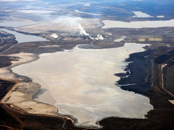 Environmental watchdog says it found 'strong' evidence oilsands tailings ponds are tainting groundwater