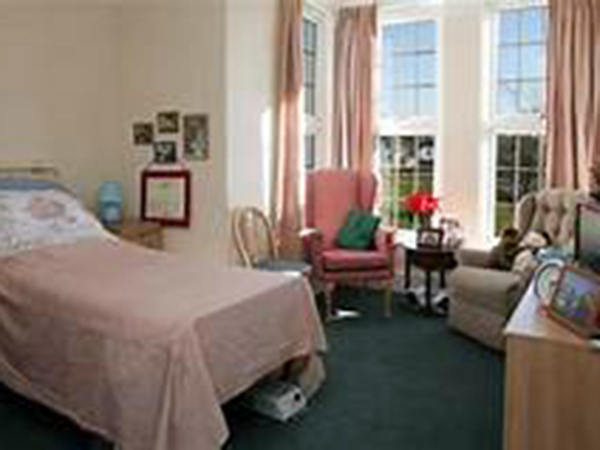 Hundreds of COVID-19 deaths in UK care homes