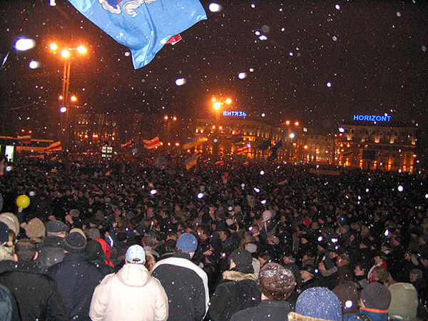 Protesters clashing with riot police in central Minsk