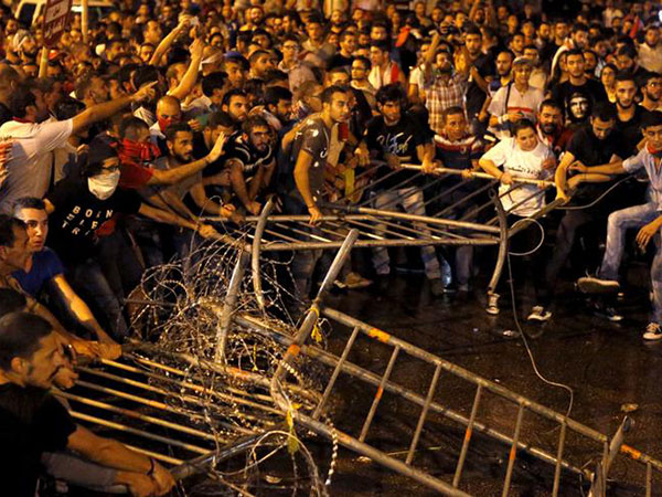 At least 150 injured in Lebanese capital after violent clashes between protesters and police