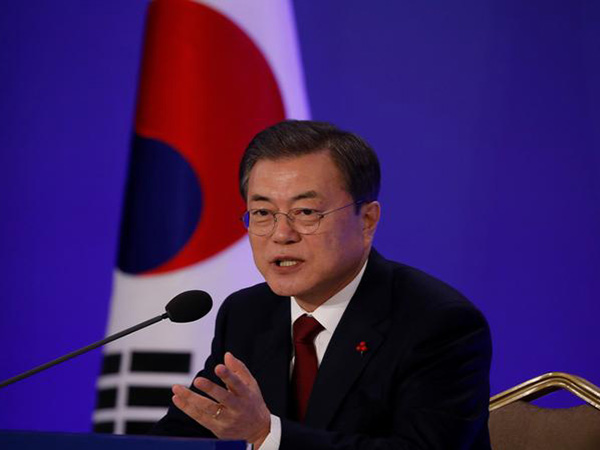 Moon upbeat about S. Korea's economy, vows to maintain recovery momentum