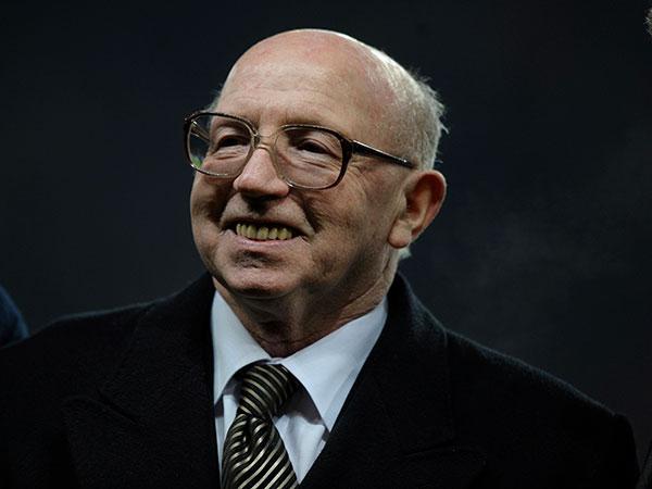 Nobby Stiles: English World Cup winner and Man Utd stalwart dies at 78