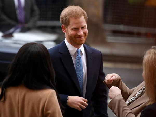 Prince Harry Won't Be Joining Meghan Markle in Canada, Will Remain in UK Hammering Out Megxit Deal