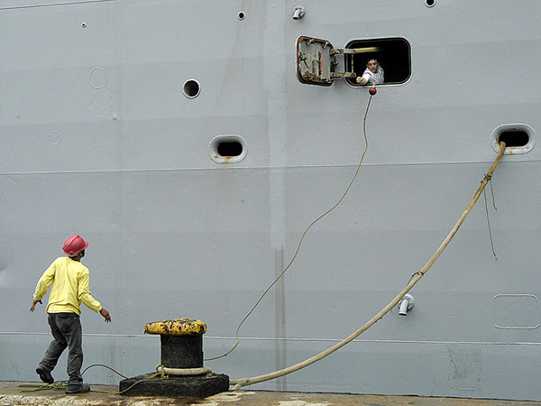 Port Worker killed in accident at Colombo harbor