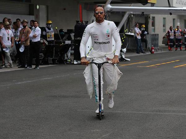 Hamilton fastest in second free practice at US Grand Prix