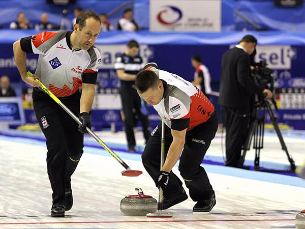 Jennifer Jones and Brent Laing victorious in curling's return from the pandemic