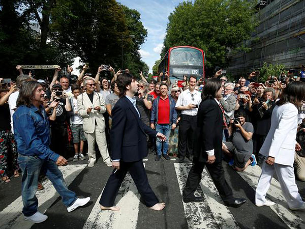 'Abbey Road' back to top of British album charts
