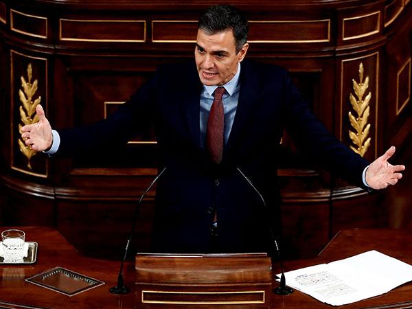 Spanish PM pledges 200-million-euro aid as volcano increases activity