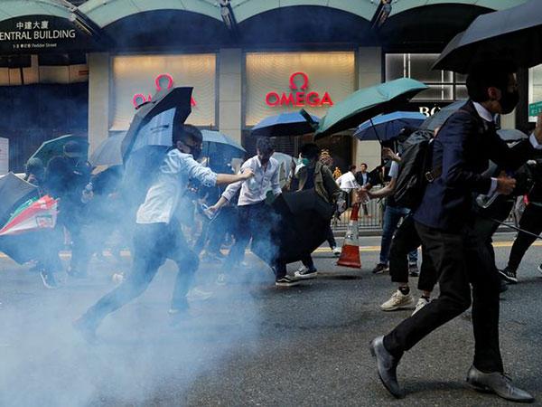 Hong Kong stocks tepid after violence rocks markets