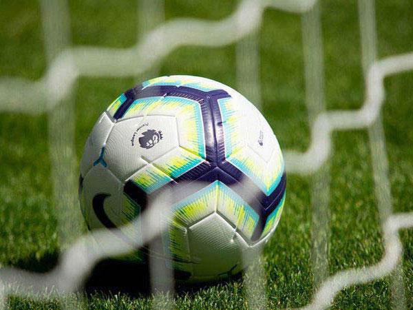 Milan breaks 10-man Napoli, Inter claims comeback win
