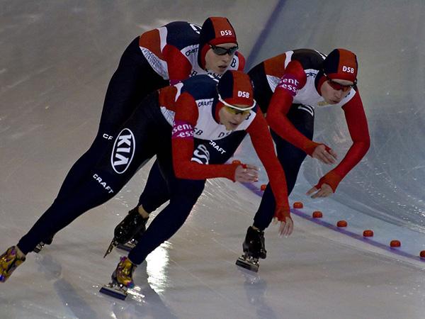Canada's Graeme Fish breaks 10,000m world record at speed skating championships