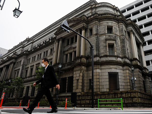 Japan corporate service prices drop for 6th month