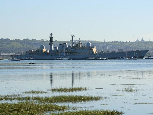 British navy to escort ships in Hormuz Strait