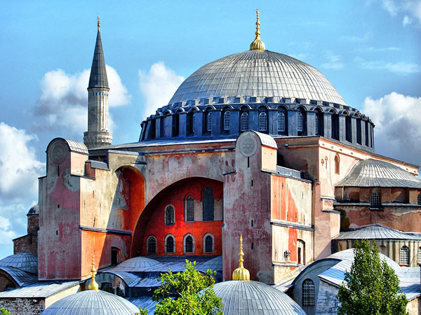 Turkey turns iconic museum into mosque