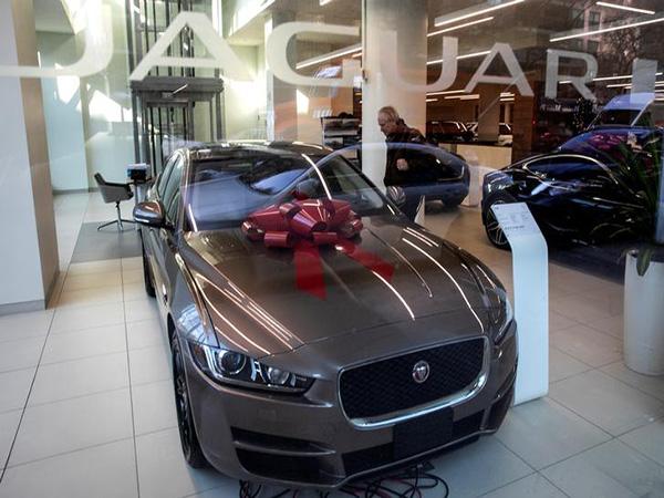 Jaguar's sporty F-Type gets a sleek new look