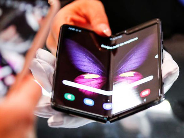 1st batch of Samsung's Galaxy Fold sells out online on 1st day