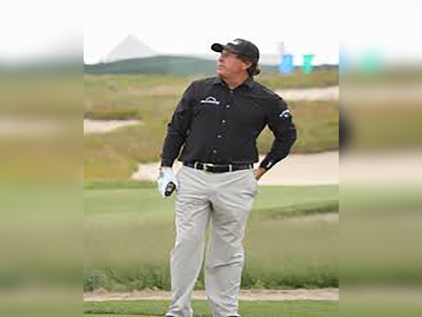 Mickelson, Woods have gamesmanship on full tilt ahead of charity match
