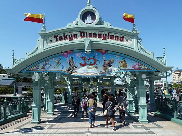 Tokyo Disneyland events canceled through March