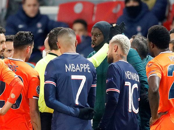 Watch Demba Ba Angrily Complain to Official After Alleged Racist Incident in PSG vs Istanbul Game